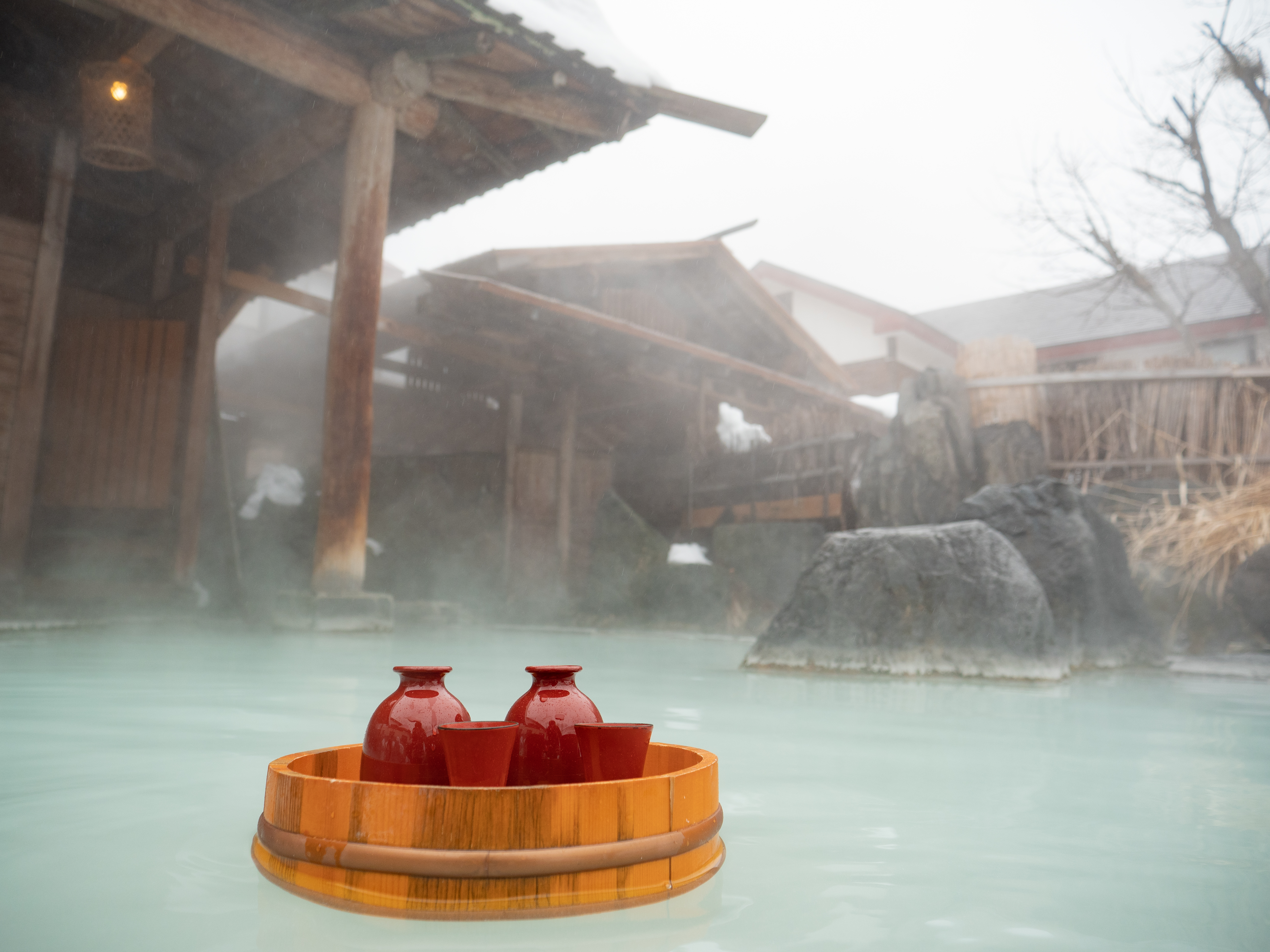 "This year and last we held a secret tour for a small group in Hachimantai. We were testing and refining the content that is now emerging into the light of day. Allow me to introduce ""Hachimantai Auberge Washinooo & Onsen"" – a sake-lover's dream tour of Hachimantai!"
